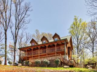 'Flying Eagle Lodge' Upscale 5BR Sevierville Log Cabin w/Wifi, Private Hot Tub & Stunning Wears Valley Views - Close to All Major Attractions in Pigeon Forge & Gatlinburg! - Sevierville vacation rentals