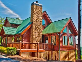 Superb 3BR Dahlonega Cabin in North Georgia's Wine Country w/Wifi, Large Deck & Breathtaking Mountain Views - Near Wineries & Vineyards, Hiking & More! - Dahlonega vacation rentals