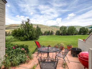 Enticing 3BR Avon Townhouse w/Amazing Mountain Views, Patio, Fireplace, and More - Perfectly Located on Eagle-Vail Golf Club Between Vail & Beaver Creek! - Avon vacation rentals