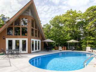 'LimberLost' Captivating 5BR Gatlinburg House w/Wifi, Private Solar Heated Pool, Hot Tub & Beautiful Smoky Mountain Views - Close Proximity to Dollywood & Outdoor Activities! - Gatlinburg vacation rentals
