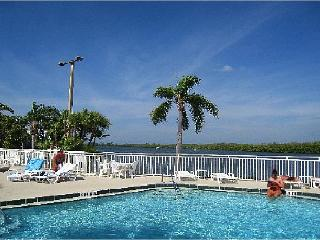 BeachFront Community,romantic get away, 2b home - Ruskin vacation rentals