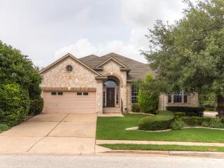 Beautifully Zen 3BR House in Round Rock w/Wifi, Stunning Interior & Private Backyard – Great Location Outside of Austin! Close to Golf Course, Pool & More - Round Rock vacation rentals