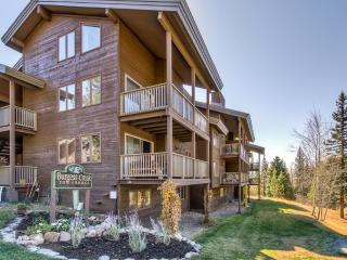 Inviting 3BR Steamboat Springs Townhome w/Wifi, Wood Burning Fireplace, Private Patio & Great Views - Minutes to Downtown, Ski Lift, Gondola, Old Town Hot Springs & Much More! - Steamboat Springs vacation rentals
