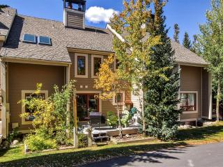 Spacious 4BR Breckenridge Townhome w/ Private Hot Tub, Sauna, WiFi & Spectacular Mountain Views - Breckenridge vacation rentals