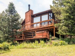 Comfortable 4BR Lyons Home w/Private Hot Tub, Workout Room & Wifi - Beautiful Location, Steps From St. Vrain River - Only 9 Miles to Estes Park! - Lyons vacation rentals