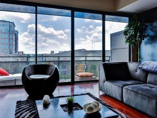Contemporary 1BR Atlanta Apartment w/Private Patio, Private Rooftop Cabana, Sweeping Views & Pool Access - Walk to Restaurants, Nightclubs, Train Station & More! - Atlanta vacation rentals