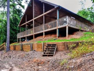 Peaceful Lakefront 2BR Flowery Branch Cottage on Lake Lanier w/Wifi, Large Deck, Private Dock/Slip & Beautiful Views - Close to Boat Rentals & Outdoor Activities! - Flowery Branch vacation rentals