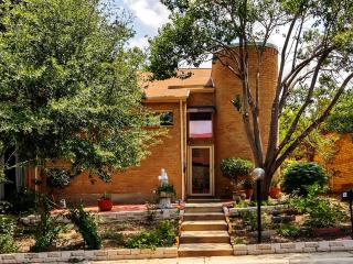 New Listing! Pleasant Recently Remodeled 3BR Windcrest Townhome w/Wifi, Shaded Patio & Private Balcony - Easy Access to Fiesta Texas, Schlitterbahn, the Alamo & More! - World vacation rentals