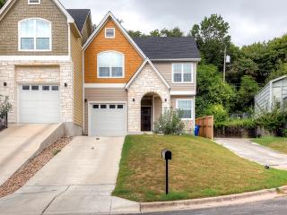 Brand New 4BR Austin House w/Wifi & Private Patio - Centrally Located Between S Lamar & S Congress! Easy Access to Downtown Live Music, Shops & Renowned Restaurants! - Austin vacation rentals