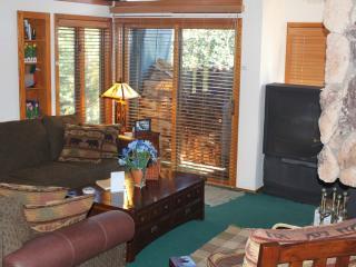 Snowcreek Condo - 3 BR + Loft 2.5 Baths FEB SPECIA - Mammoth Lakes vacation rentals