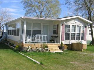 Luxury Huronridge Park Model Trailer - Fort Erie vacation rentals