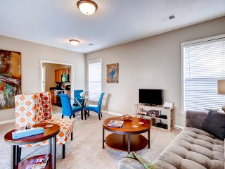 DOWNTOWN MEMPHIS 2BR! Close to Public Transit, Convention Center, Beale Street, St. Jude Hospital, AutoZone Ball Park, FedEx Forum, Rock and Soul Museum, Sun Studios, Mud Island and the Mississippi River! - Memphis vacation rentals