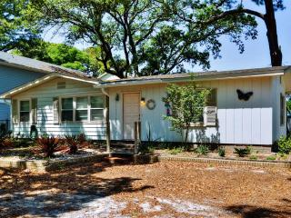 Enjoyable 3BR Tybee Island House w/Wifi, Large Side Yard & More - Walking Distance to the Beach, Restaurants & Lighthouse! - Tybee Island vacation rentals
