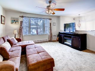 Tranquil 4BR Niantic House w/Wifi, Multiple Living Spaces & Private Beach Access - Close to Outdoor Activities, Museums, Casinos & More! - South Lyme vacation rentals