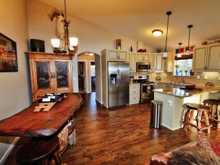 Rustic Yet Sophisticated 2BR Palmer Apartment w/Wifi, Large Deck & All New Furnishings - Quiet Location Near Hiking, Musk Ox Farm & Local Restaurants! - Palmer vacation rentals