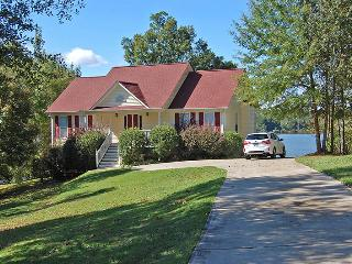Amazing 3BR Greensboro House on Lake Oconee - Tranquil Wooded Lakefront Setting w/Private Dock, Screened-in Porch & Breathtaking Lake Views! - Greensboro vacation rentals