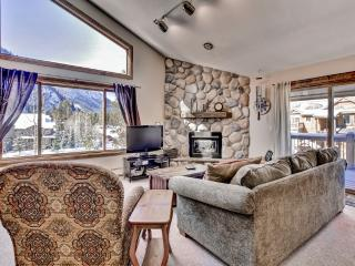 Stunning 2BR + Loft Frisco Condo w/Wifi, 2 Private Decks & Incredible Mountain Views - Easy Walk to Main Street & Shuttle Stop! Close Proximity to Multiple World-Class Ski Resorts - Frisco vacation rentals