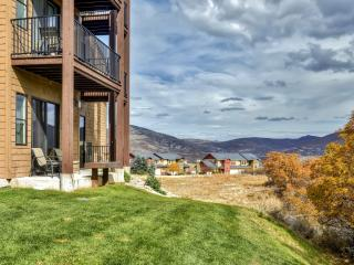 Alluring 2BR Heber City Condo w/Wifi, Private Patio, Breathtaking Mountain Views & Spectacular Community Amenities - Just 10 Minutes from Park City's World-Class Skiing, Dining, Shopping & More! - Heber City vacation rentals