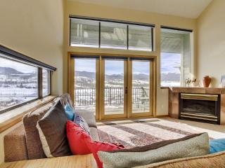 Sensational 4BR Fraser Townhome w/Wifi, Multiple Private Patios & Dazzling Rocky Mountain Views - 10 Minutes from Winter Park! Close to Ski Slopes, Sledding Hill & More! - Fraser vacation rentals