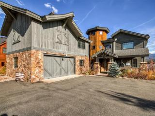 New Listing! Amazing 4BR Grand Lake House on Shadow Mountain Lake w/Wifi, Private Boat Dock & Home Theatre Room - Near Rocky Mountain Natl Park, Skiing, Restaurants & Much More! - Grand Lake vacation rentals