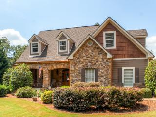 Luxurious 5BR Young Harris House w/Game Room, Private Dock & Impressive Water Views - Spectacular Lakefront Location, Close to Restaurants & Outdoor Recreation! 30 Minutes to Valley River Casino in Murphy, NC - Young Harris vacation rentals