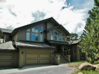Expansive 3BR Red Feather Lakes Condo w/Fireplace & Clubhouse Access - Situated on a Golf Course, Steps From Hiking, Cross Country Skiing & More! - Red Feather Lakes vacation rentals