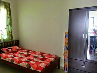 Cozy 3 bedroom Batu Caves Condo with Satellite Or Cable TV - Batu Caves vacation rentals