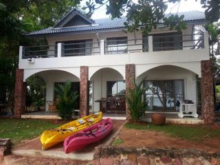 Beachfront villa - Ban Laem Mae Phim vacation rentals