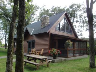 Reduced Early Summer Rates! Exceptional 3BR Nisswa Log Cabin at Gull Haven- Great Location on the Premier East Shore of Gull Lake - Nisswa vacation rentals