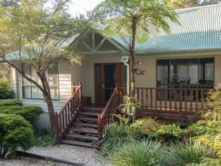 Topi Gums Bush Retreat-mid coast NSW-pets welcome - Seal Rocks vacation rentals