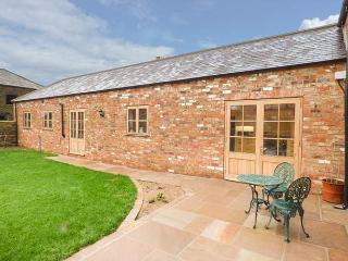 MISTAL COTTAGE single-storey, en-suite wet room, barn conversion, open plan, woodburning stove, WiFi in Easingwold Ref 930756 - Easingwold vacation rentals
