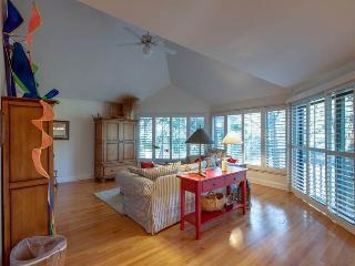 Cozy 3 bedroom Seabrook Island Villa with Deck - Seabrook Island vacation rentals