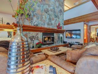 Soak in the shared hot tub & shuttle to ski from this spacious Park City condo! - Park City vacation rentals