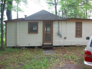Beautiful Cabin with Alarm Clock and Porch - Oakland vacation rentals