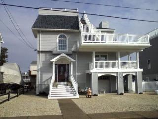 4 bedroom House with Deck in Beach Haven - Beach Haven vacation rentals