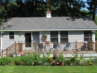 Lovely 2 bedroom Cottage in Sebago Lake - Sebago Lake vacation rentals