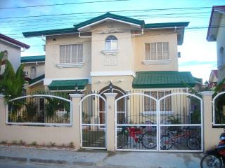 4 Br House in Gated Estate, Cebu with Pool - Cebu vacation rentals