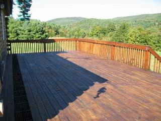 Charming 4 bedroom Cabin in Grafton with Deck - Grafton vacation rentals