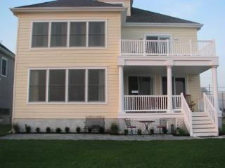 AC Home on Water! 4BD 21/2B 4 Decks, yard & views! - Atlantic City vacation rentals