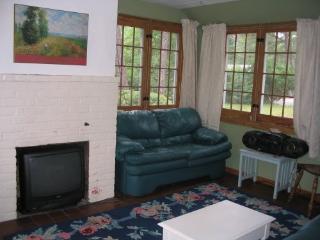 Adorable 2 bedroom Cottage in Dennis - Dennis vacation rentals
