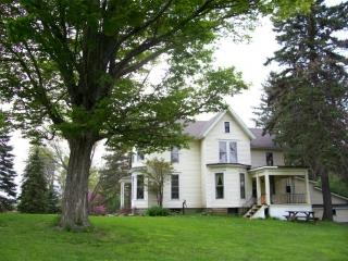 Charming colonial in private setting - East Aurora vacation rentals