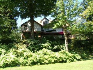 12 Bedrooms Vacation Home with a River - Roscoe vacation rentals
