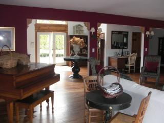 Westhampton Waterfront 6 Bedroom Secluded 3 Acre E - Westhampton vacation rentals