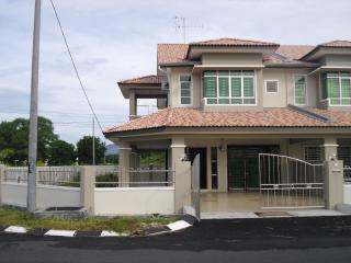Sitiawan Homestay - Corner Double Storey - Sitiawan vacation rentals
