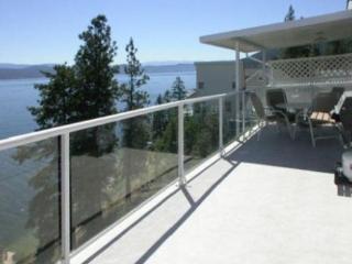 Lakefront Okanagan Vacation Home Dock & Boat lift - Kelowna vacation rentals