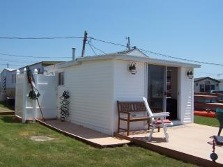 Romantic 1 bedroom South Kingstown Cottage with Deck - South Kingstown vacation rentals