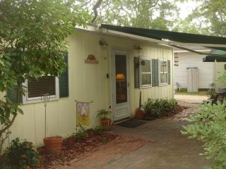 Beach Cottage 2 blocks to ocean and family fun - Myrtle Beach vacation rentals