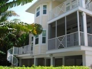 Back Of Home Looking Out On Pool - Beautiful Captiva Child Friendly Home - Captiva Island - rentals