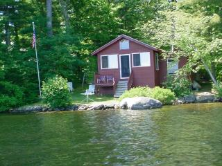 ON THE WATER. PANTHER POND, RAYMOND, MAINE - Raymond vacation rentals