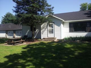 Country home with flowing river by Wisconsin Dells - Pardeeville vacation rentals
